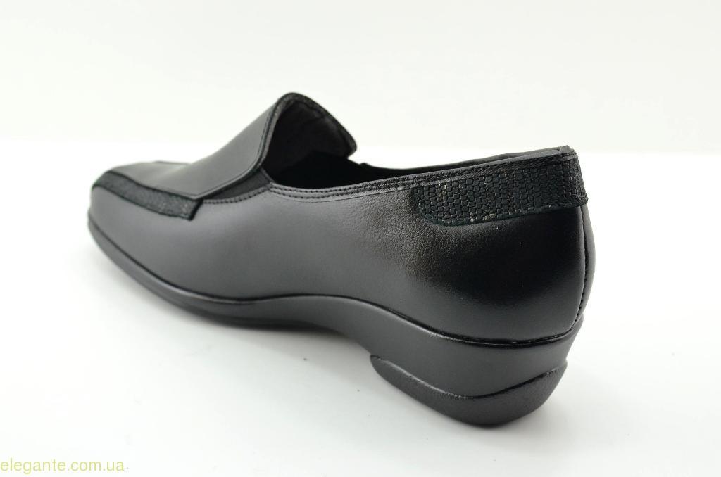 Жіночі туфлі на танкетці TORRES чорні 0