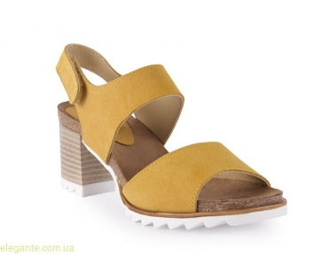Босоножки на каблуке CHAMBY цвет горчичный